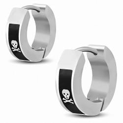Boucles d'oreilles anneaux en acier inoxydable à deux tons avec tête de mort de pirate et os croisés (paire)